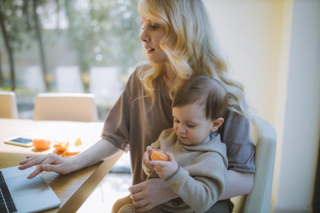 Les micro-entrepreneurs réclament des congés parentaux