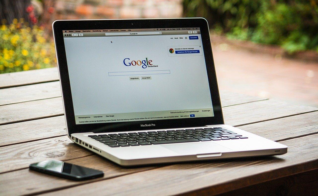 Les co-fondateurs de Google prennent du champ