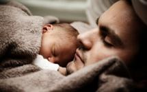 Congé parental : malgré la réforme, les pères n'en prennent pas