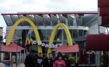 McDonald's visé par une plainte pour ses pratiques visant à moins payer ses salariés aux USA