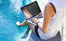 Vacances : trop de salariés consultent toujours leurs mails