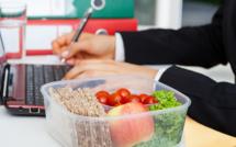 Pause déjeuner : ne pas la prendre revient à travailler 19 jours de plus par an