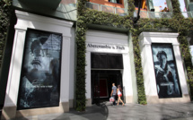 ​Abercrombie&Fitch attaquée en justice pour son dress code